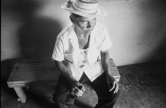 Bar patron Canasas Panama