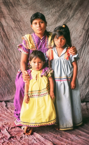Guaymi Mother and children